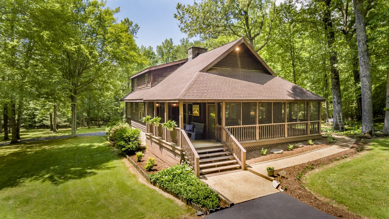 3170 Wooded Acres Ln Charlottesville VA 22911